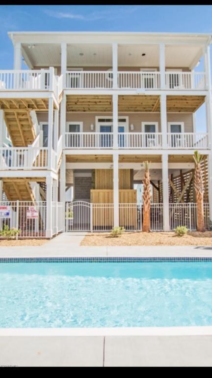 4014 E Beach Drive B, Oak Island, NC 28465 (MLS #100106318) :: Harrison Dorn Realty