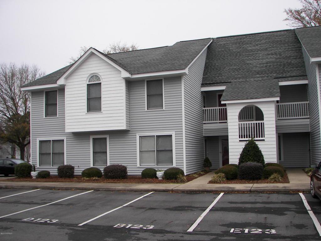 123 Victoria Court W E, Greenville, NC 27834 (MLS #50117803) :: Century 21 Sweyer & Associates