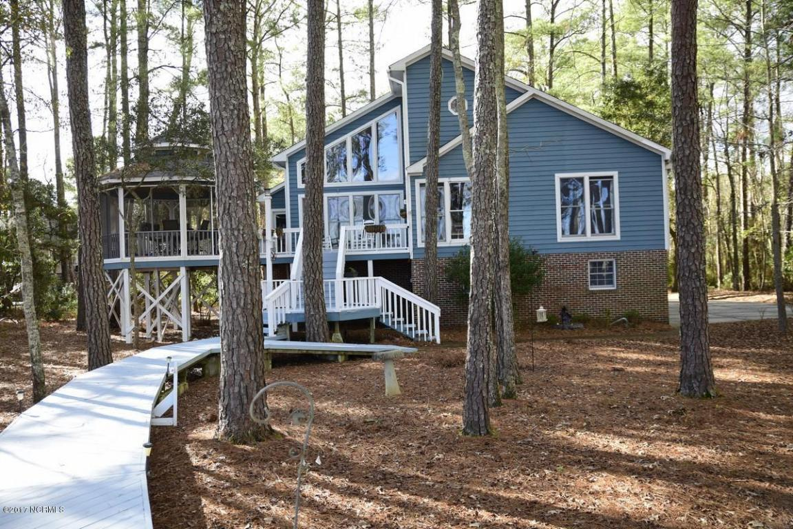 1102 Harbour Pointe Drive, New Bern, NC 28560 (MLS #90102789) :: Century 21 Sweyer & Associates
