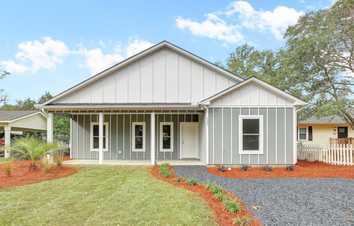 123 NW 5th Street, Oak Island, NC 28465 (MLS #100029775) :: Century 21 Sweyer & Associates
