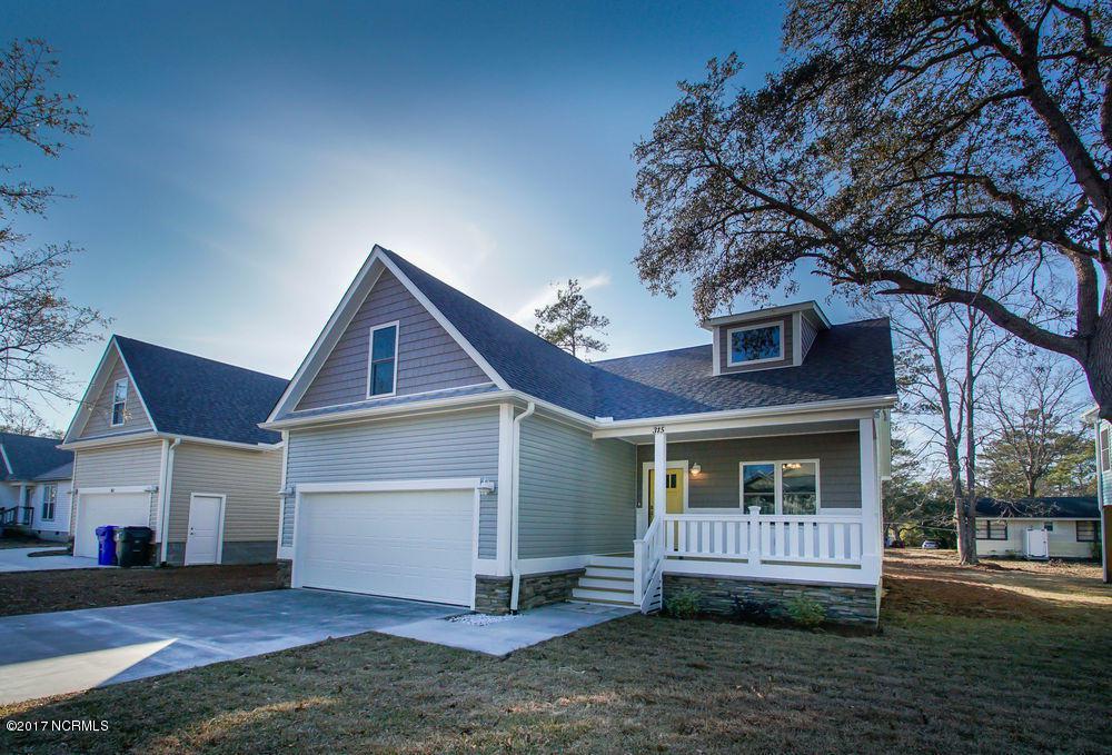 315 NE 49th Street, Oak Island, NC 28465 (MLS #100033890) :: Century 21 Sweyer & Associates