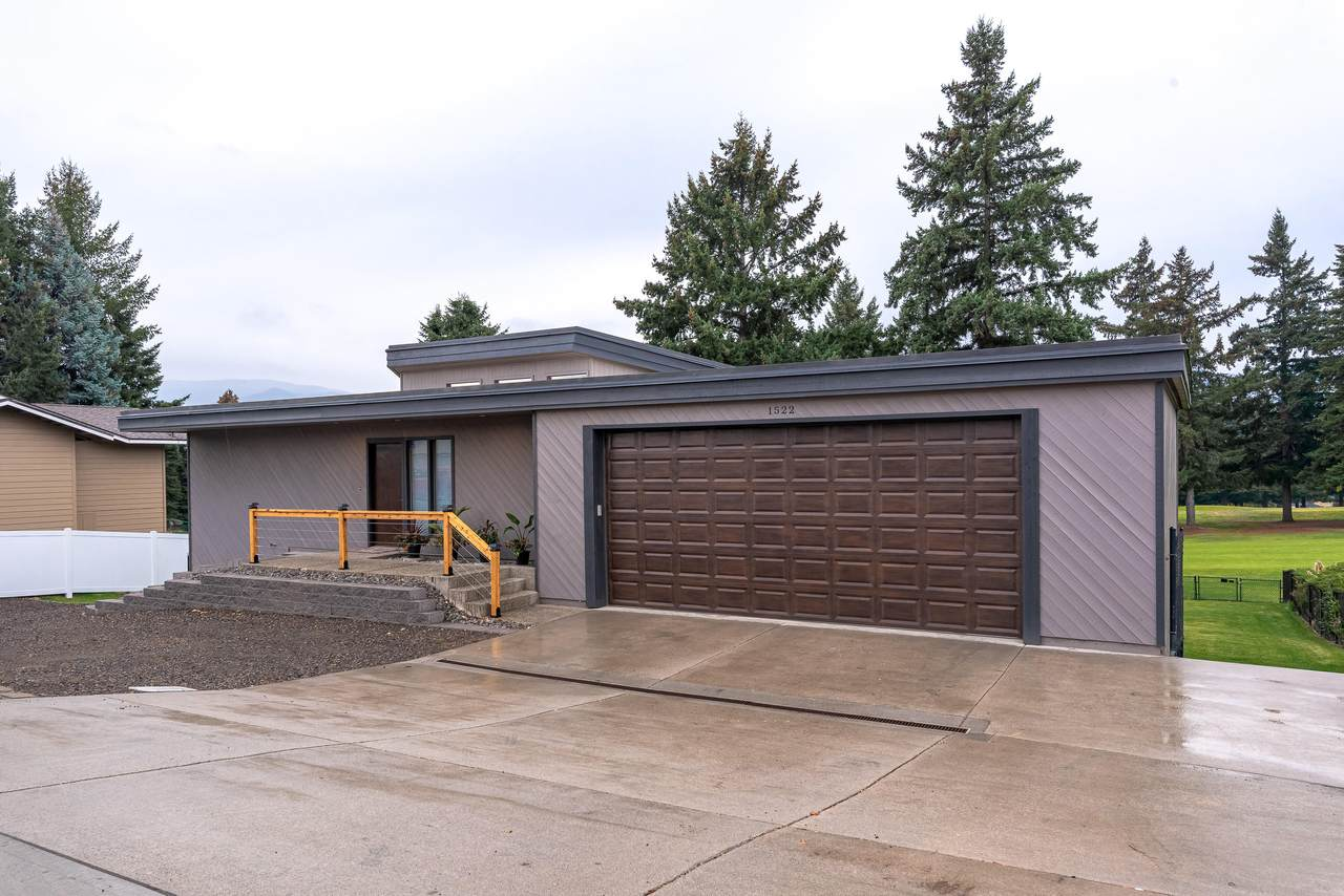 1522 Eastmont Ave - Photo 1