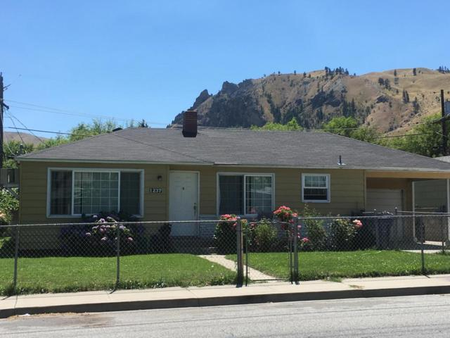 1237 Cherry St, Wenatchee, WA 98801 (MLS #713634) :: Nick McLean Real Estate Group