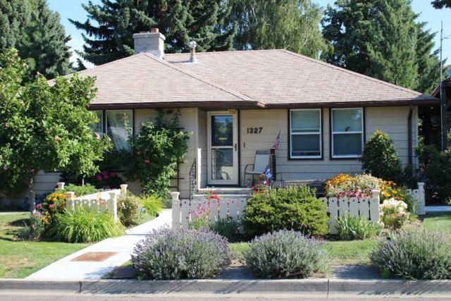 1327 2nd St, Wenatchee, WA 98801 (MLS #713675) :: Nick McLean Real Estate Group