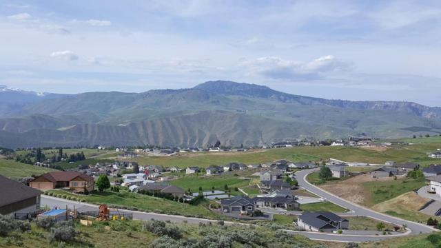125 W Mountain Brook Ln, Wenatchee, WA 98801 (MLS #713964) :: Nick McLean Real Estate Group
