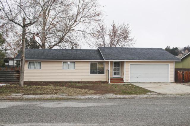 213 NW Bellevue St, East Wenatchee, WA 98802 (MLS #715047) :: Nick McLean Real Estate Group