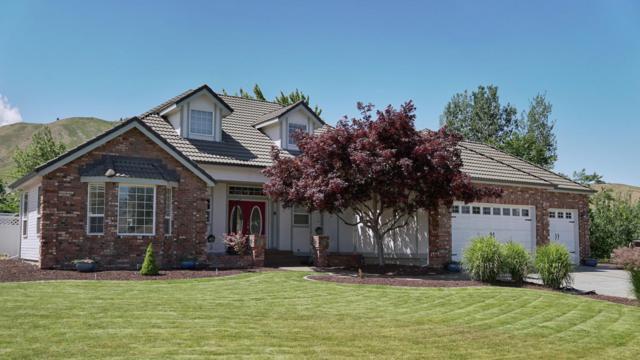 612 N Meadows Dr, Wenatchee, WA 98801 (MLS #716130) :: Nick McLean Real Estate Group