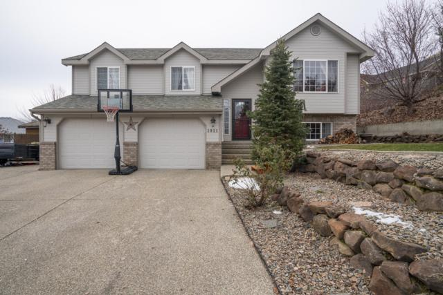 1911 Lion Pl, Wenatchee, WA 98801 (MLS #717793) :: Nick McLean Real Estate Group