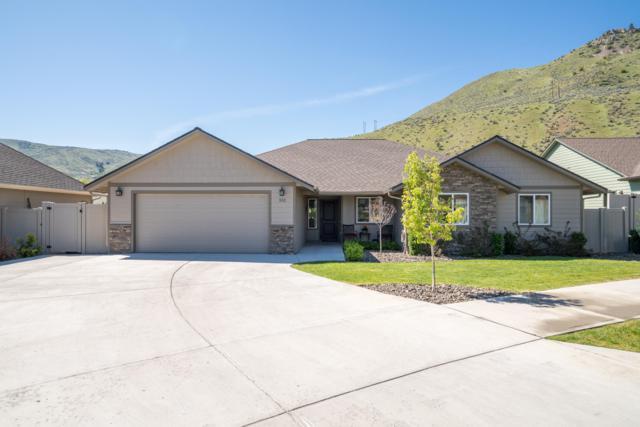552 Circle St, Wenatchee, WA 98801 (MLS #718559) :: Nick McLean Real Estate Group