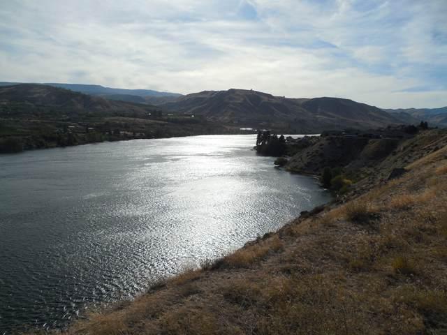 3152 SE Rivers Edge Ct, East Wenatchee, WA 98802 (MLS #722204) :: Nick McLean Real Estate Group