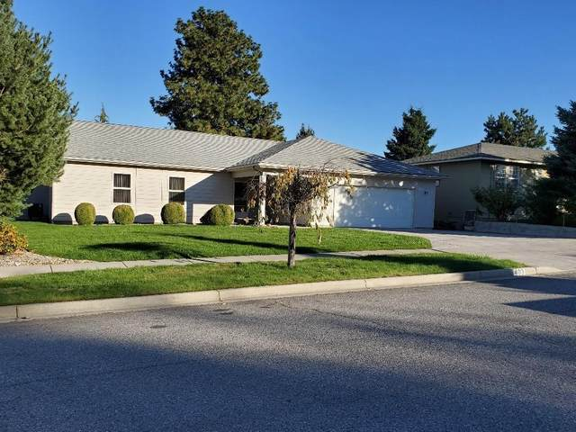 403 Castlewood Pl, Wenatchee, WA 98801 (MLS #722614) :: Nick McLean Real Estate Group