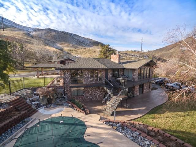 1701 Skyline Dr, Wenatchee, WA 98801 (MLS #723044) :: Nick McLean Real Estate Group
