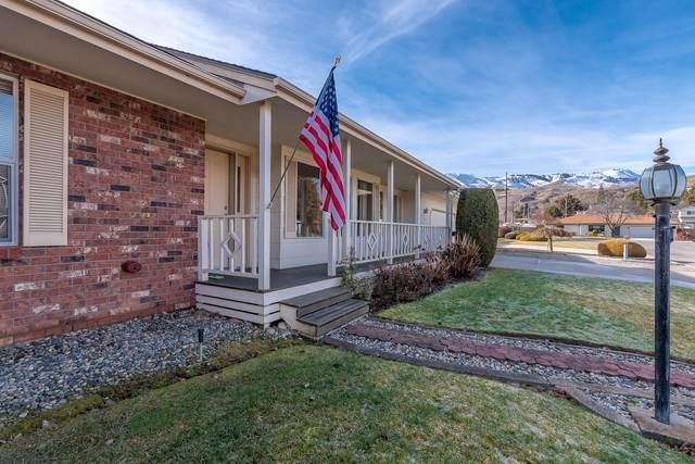 1711 Bluegrass Ln, Wenatchee, WA 98801 (MLS #723045) :: Nick McLean Real Estate Group
