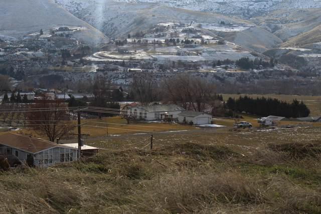 1645 Sunset Dr, Wenatchee, WA 98801 (MLS #723072) :: Nick McLean Real Estate Group