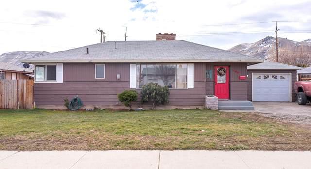 705 Schons Pl, Wenatchee, WA 98801 (MLS #723209) :: Nick McLean Real Estate Group