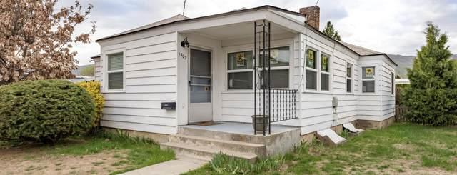 1307 Maple St, Wenatchee, WA 98801 (MLS #723583) :: Nick McLean Real Estate Group