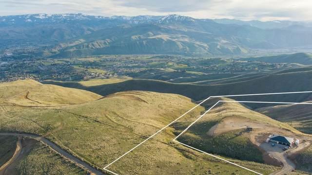 888 Burch Mountain Rd, Wenatchee, WA 98801 (MLS #723810) :: Nick McLean Real Estate Group