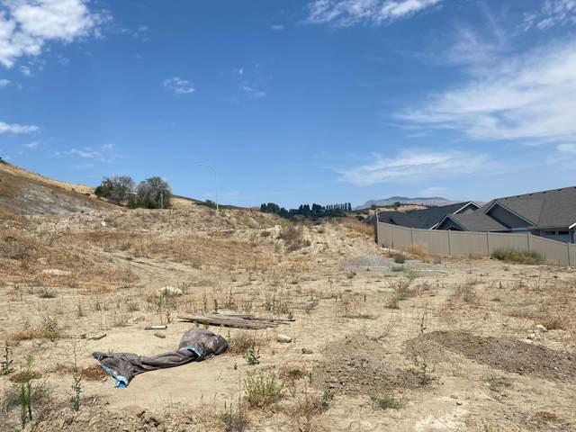 986 Spring Mountain Dr, Wenatchee, WA 98801 (MLS #724163) :: Nick McLean Real Estate Group