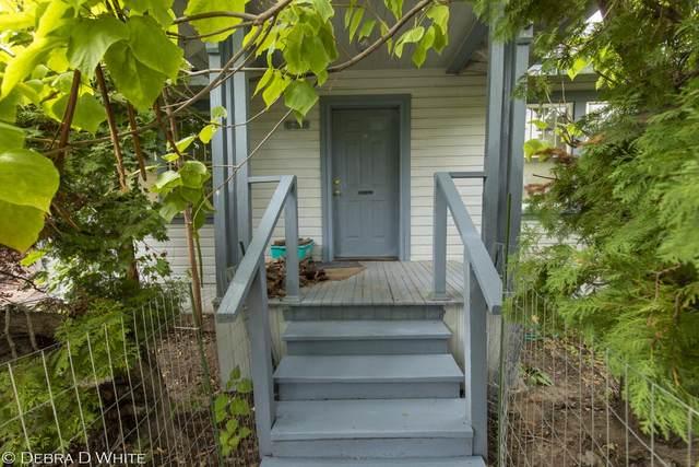 632 Highland Dr, Wenatchee, WA 98801 (MLS #724902) :: Nick McLean Real Estate Group