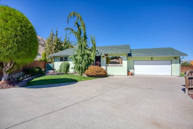 1324 Seneca St, Wenatchee, WA 98801 (MLS #724924) :: Nick McLean Real Estate Group