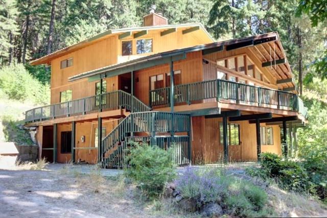 16925 Chumstick Hwy, Leavenworth, WA 98826 (MLS #713671) :: Nick McLean Real Estate Group
