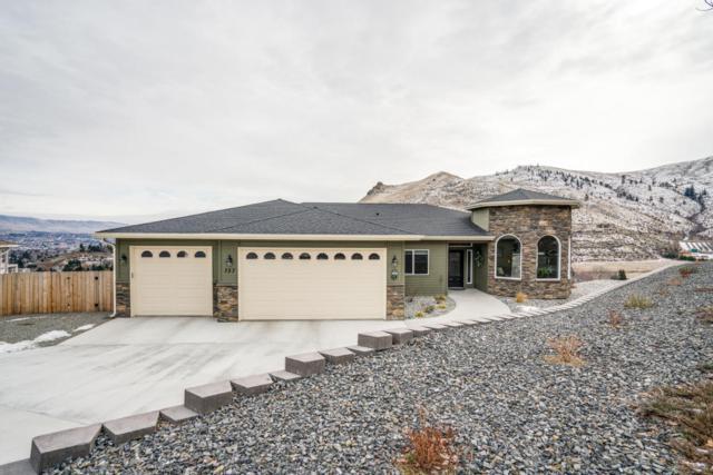 757 Kings Ct., Wenatchee, WA 98801 (MLS #715025) :: Nick McLean Real Estate Group