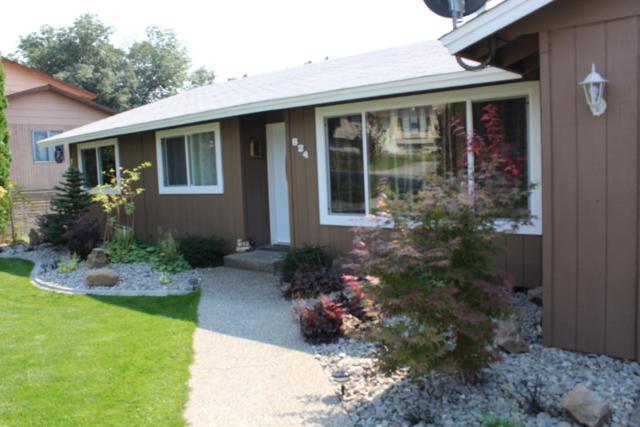 824 11TH St, East Wenatchee, WA 98802 (MLS #716698) :: Nick McLean Real Estate Group