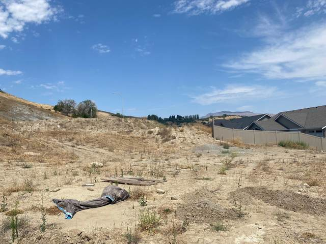 986 Spring Mountain Dr, Wenatchee, WA 98801 (MLS #717559) :: Nick McLean Real Estate Group