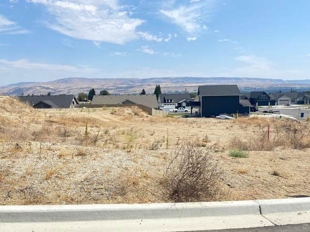 982 Spring Mountain Dr, Wenatchee, WA 98801 (MLS #717560) :: Nick McLean Real Estate Group