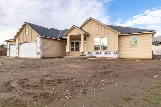 807 Autumn Crest Dr, Wenatchee, WA 98801 (MLS #717581) :: Nick McLean Real Estate Group