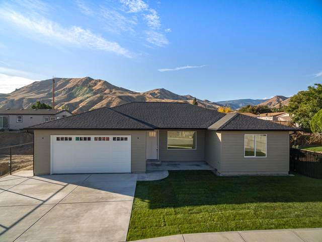 1828 Kristina Ln, Wenatchee, WA 98801 (MLS #722463) :: Nick McLean Real Estate Group