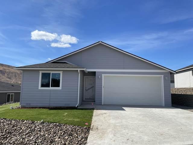 1106 S Newberry Ln, East Wenatchee, WA 98802 (MLS #724837) :: Nick McLean Real Estate Group