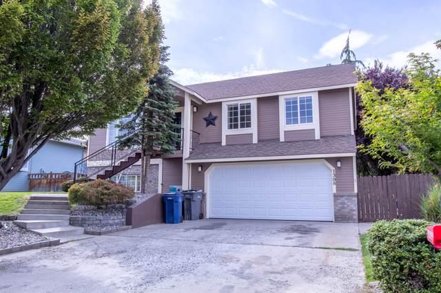 1308 Brown St, Wenatchee, WA 98801 (MLS #724911) :: Nick McLean Real Estate Group
