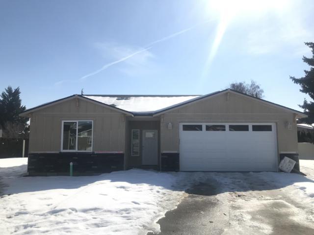 222 Pershing Circle, Wenatchee, WA 98801 (MLS #718074) :: Nick McLean Real Estate Group