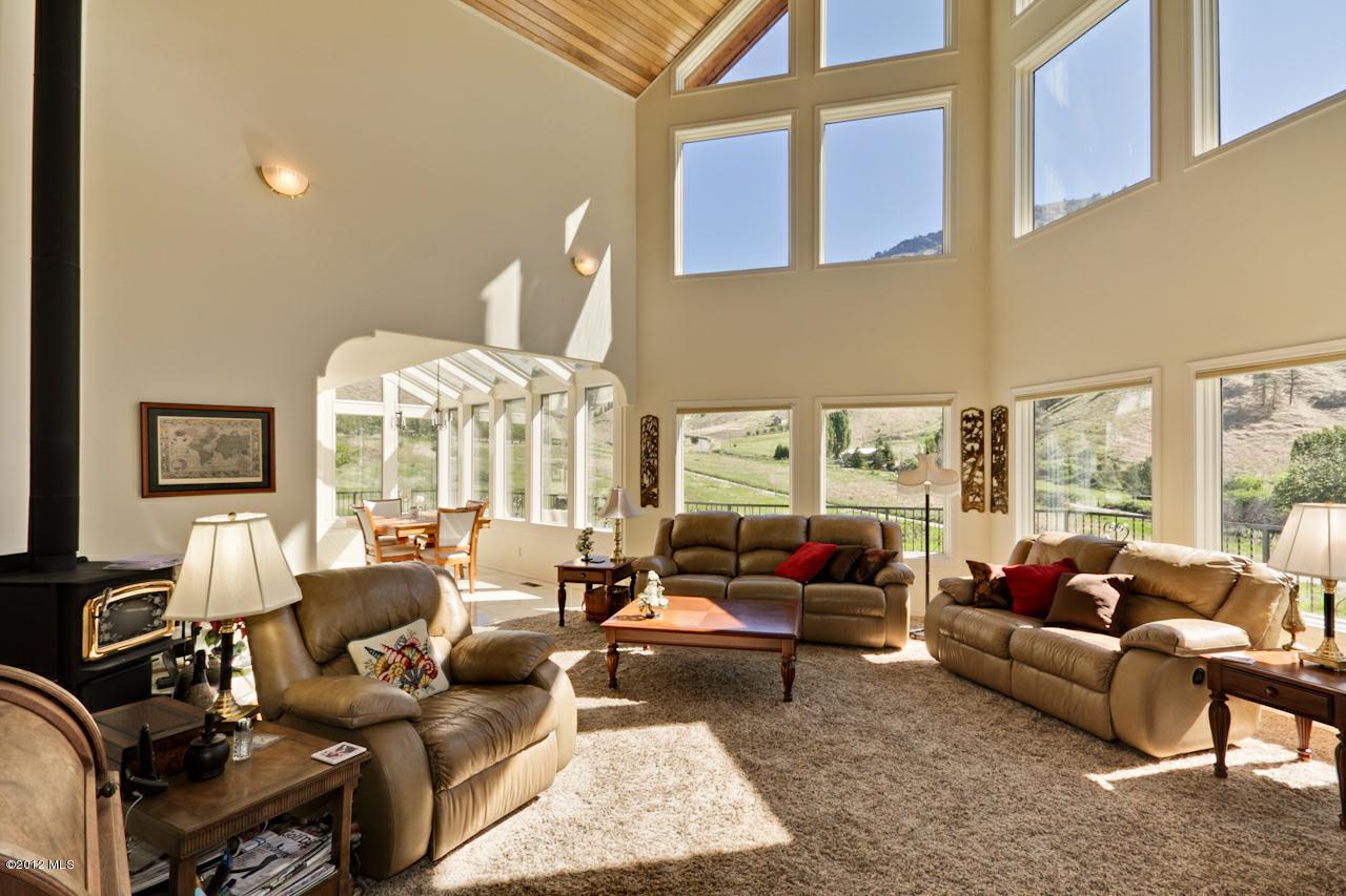 50 Mcghee Lane, Cashmere, WA 98815 (MLS #695031) :: Nick McLean Real Estate Group