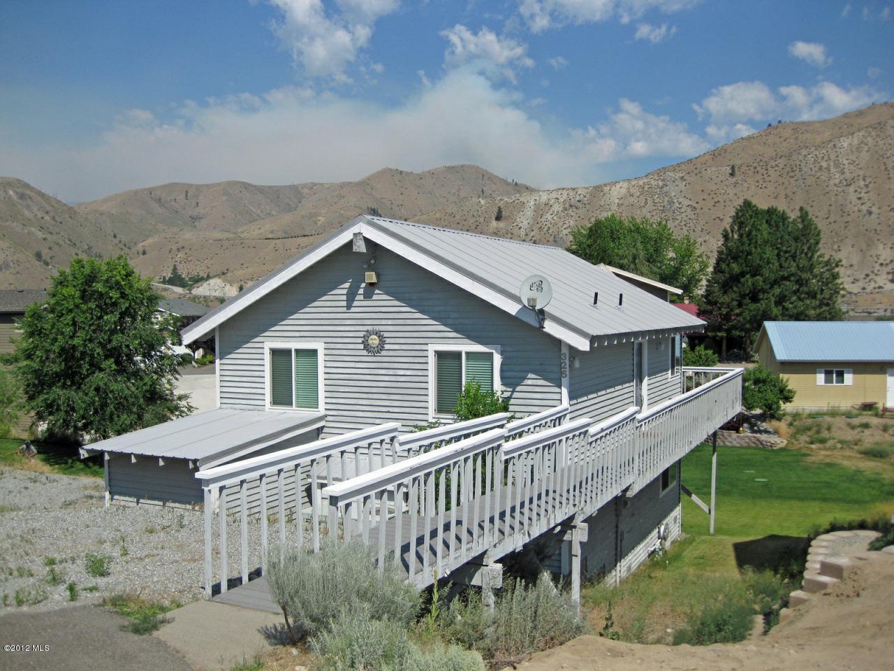 325 W Beach Drive, Orondo, WA 98843 (MLS #698808) :: Nick McLean Real Estate Group