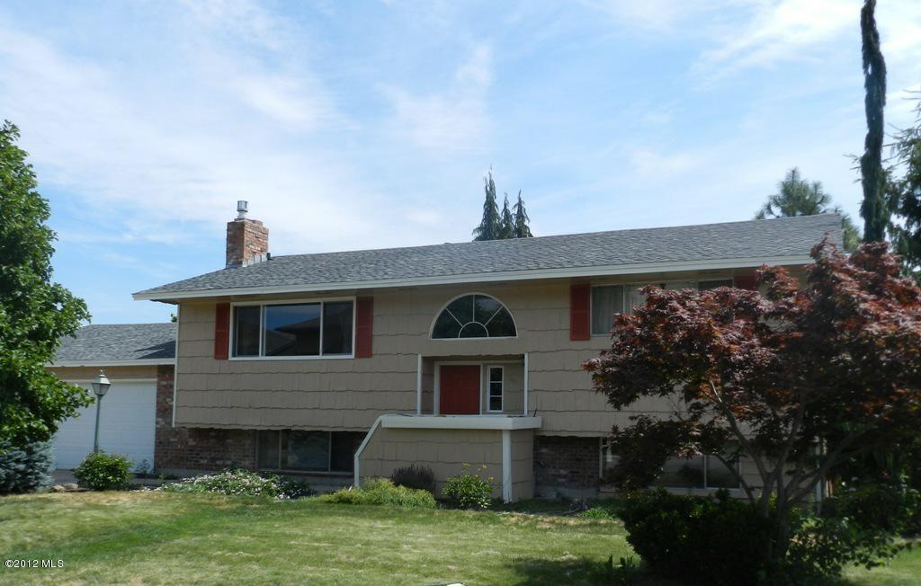 301 N Pershing St, Wenatchee, WA 98801 (MLS #698996) :: Nick McLean Real Estate Group