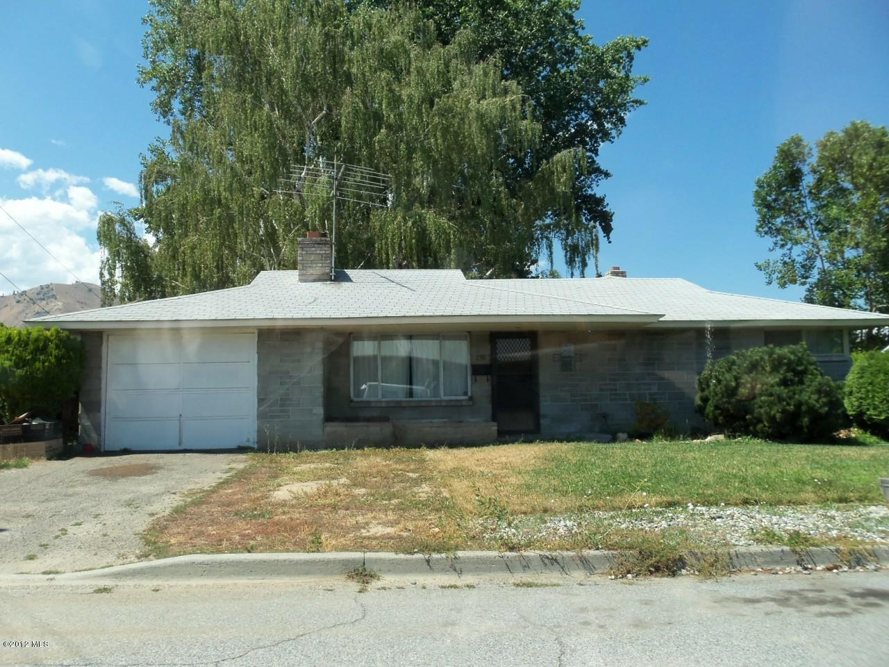 236 Sunset Ave, Wenatchee, WA 98801 (MLS #699047) :: Nick McLean Real Estate Group