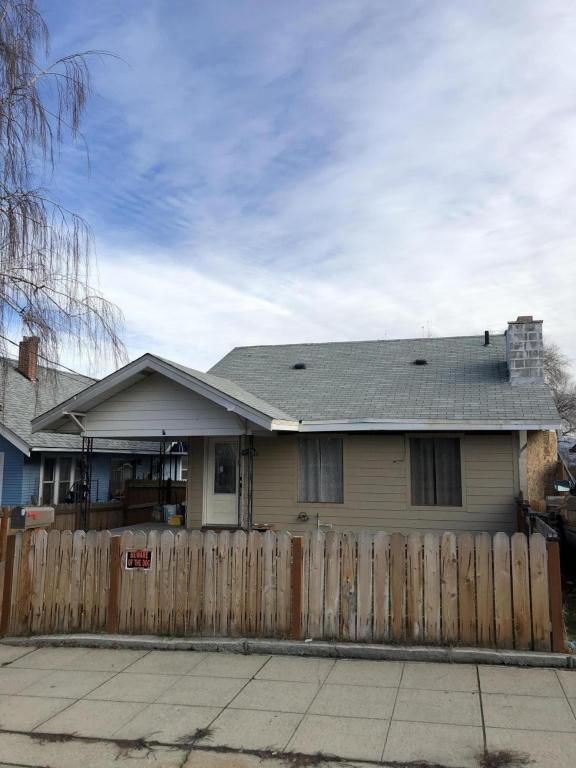 527 Malaga Ave, Wenatchee, WA 98801 (MLS #716507) :: Nick McLean Real Estate Group