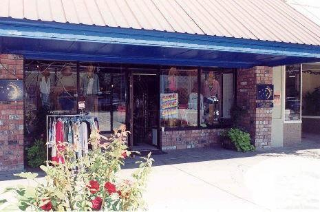 128 E Woodin Ave, Chelan, WA 98816 (MLS #717871) :: Nick McLean Real Estate Group
