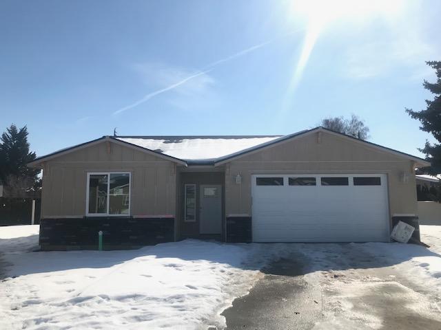 195 Pershing Circle, Wenatchee, WA 98801 (MLS #718072) :: Nick McLean Real Estate Group