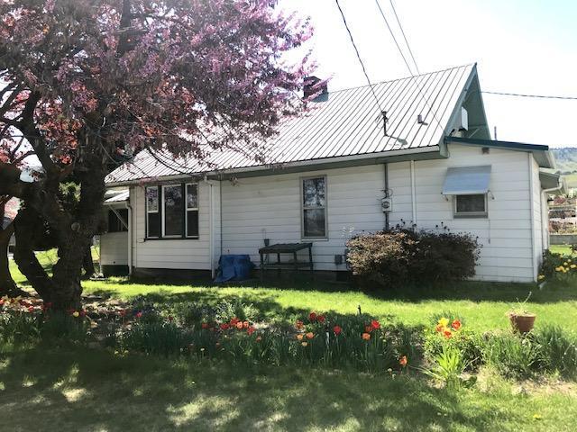 1600 Maple St, Wenatchee, WA 98801 (MLS #718480) :: Nick McLean Real Estate Group