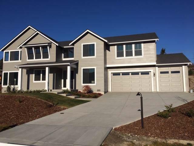 863 S Lamplight Ln, East Wenatchee, WA 98802 (MLS #720260) :: Nick McLean Real Estate Group