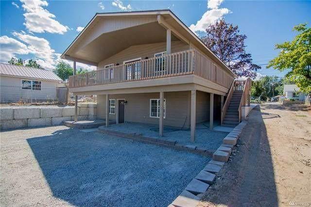 905 Methow St, Wenatchee, WA 98801 (MLS #720287) :: Nick McLean Real Estate Group