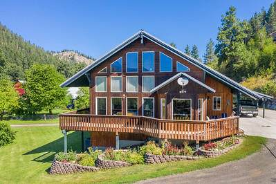 10747 Chumstick Hwy, Leavenworth, WA 98826 (MLS #721507) :: Nick McLean Real Estate Group