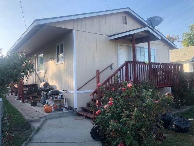 828 S Chelan Ave, Wenatchee, WA 98801 (MLS #721813) :: Nick McLean Real Estate Group