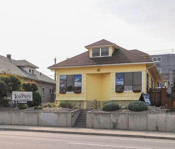 212 N Chelan Ave, Wenatchee, WA 98801 (MLS #724923) :: Nick McLean Real Estate Group
