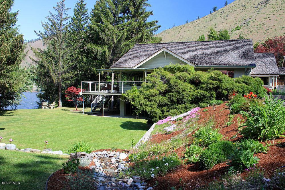 One Big Rock Pl, Cashmere, WA 98815 (MLS #694019) :: Nick McLean Real Estate Group