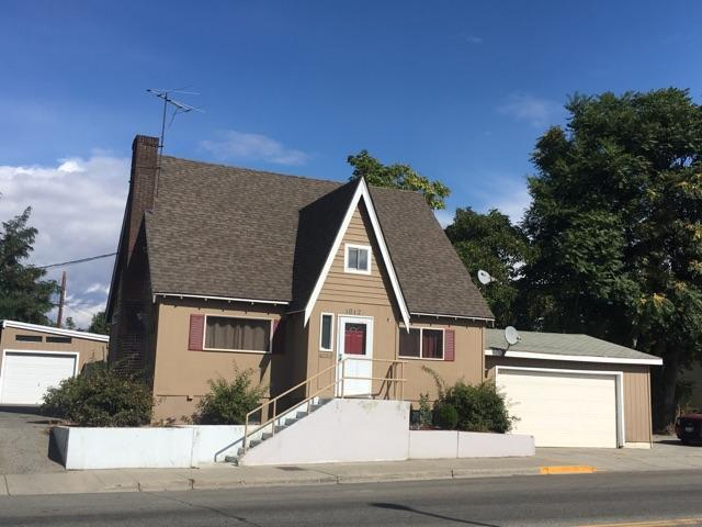 1012 Russell St, Wenatchee, WA 98801 (MLS #714197) :: Nick McLean Real Estate Group