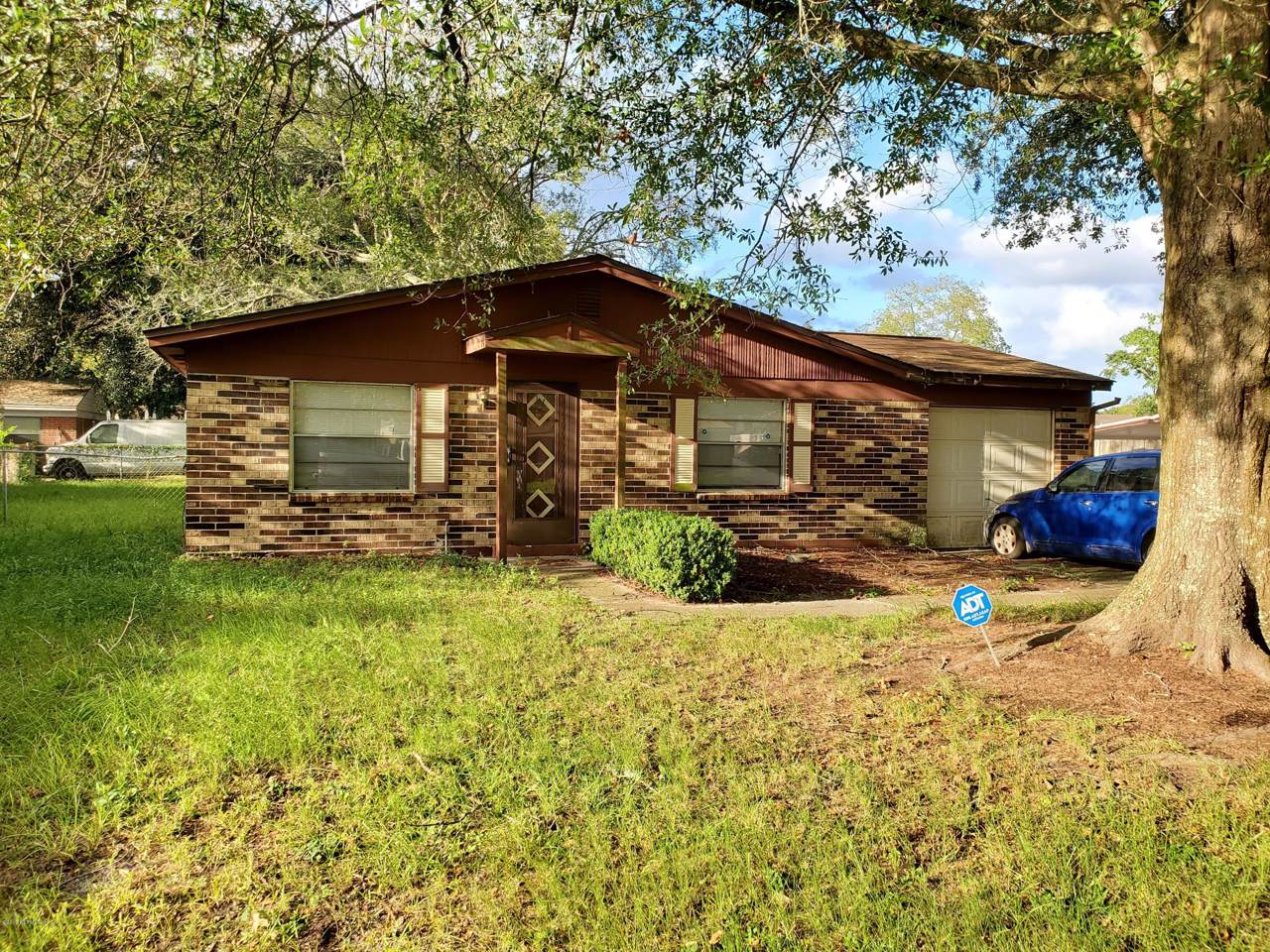 8457 Red Holly Ln - Photo 1